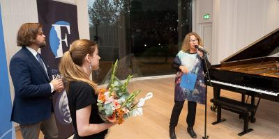 "Olga Stezhko wins the prize for best performance of ""sul g"" by Synne Skouen (photos: Dag Fosse)"